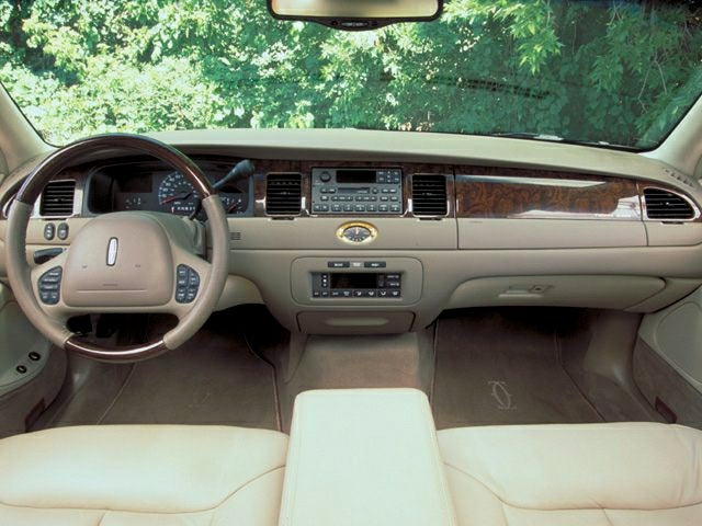 2002 Lincoln Town Car Cartier 1lnhm83w62y616579 Used Cars In Ohio